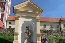 Socha sv. Jana Nepomuckého na pacovském náměstí.