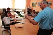 V pátek 24. května začaly volby také v Obratani.