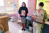 Pelhřimovská nemocnice získala nové monitory dechu.