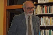 Psycholog Pavel Říčan v pelhřimovské knihovně