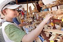Zámek hostí i několik výstav hraček. Nechybí ani trh. Každý festivalový den se hraje i spousta divadelních představení.