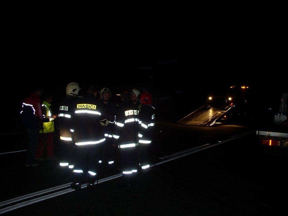 Dálnice D1 před 79. kilometrem dálnice u Hořic na Humpolecku se proměnila v jedno velké parkoviště. Důvodem byla smrtelná nehoda osobního renaultu s dodávkou.