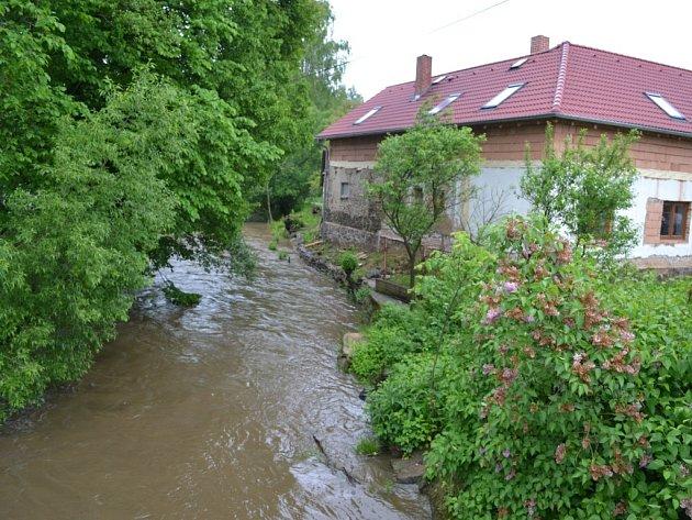 I v řece v Kletečné teklo více vody.