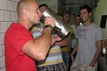 Hokejisté z polského města Jastrzębie-Zdrój si přišli prohlédnout pivovar Poutník.