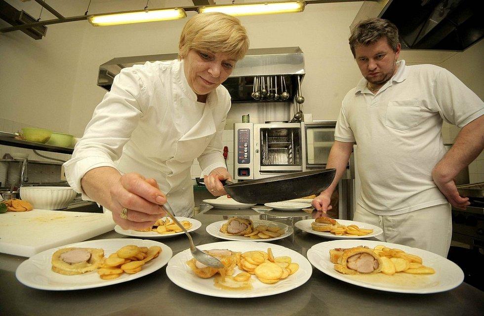 V pelhřimovském Hotelu Slávie ve čtvrtek vařili podle receptů čtenářů Deníku.