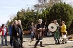 Začátek sezony na hradu Kámen byl ve znamení šermířů, kočárků i dobových kostýmů.