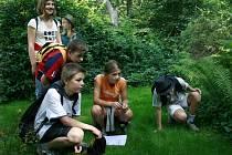 Loni v Želivě vystoupilo šest členů Dismanova dětského rozhlasového souboru s pásmem s texty Bohuslava Reynka a jeho ženy Suzanne Renaud.