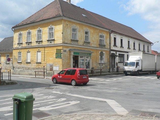 Jako o nebezpečné hovoří o křižovatce na Mariánském náměstí v Černovicích nejen místní obyvatelé.