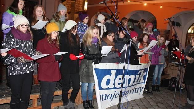 V Pelhřimově se zpívalo na Masarykově náměstí.