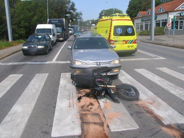 Motorka u Rekrey, do které narazilo auto.