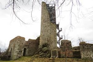 Poklad a tajné chodby. Tajemná zřícenina hradu Orlík láká k návštěvě. Foto: Miroslav Galko