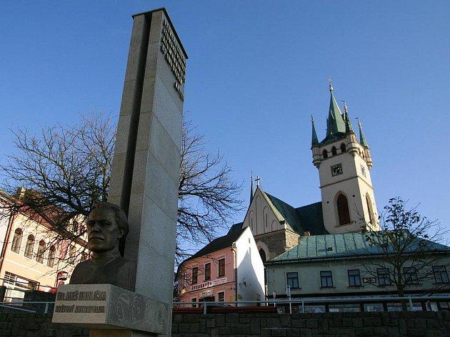 Humpolečtí na nejslavnějšího rodáka Aleše Hrdličku nezapomněli. Návštěvník se s jeho odkazem ve městě setká hned několikrát. Připomíná ho pomník nebo muzeum. Antropolog zanechal svoji stopu také v názvu gymnázia.