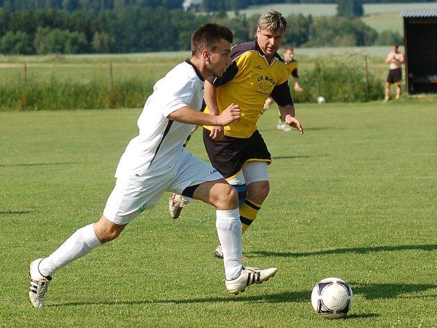 Fotbalisty Ústrašína zachránilo v Poutník lize až vítězství nad Červenou Řečící v dohrávaném zápase.
