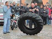 Na motorkářském srazu napočítali rekordních 347 motorek.