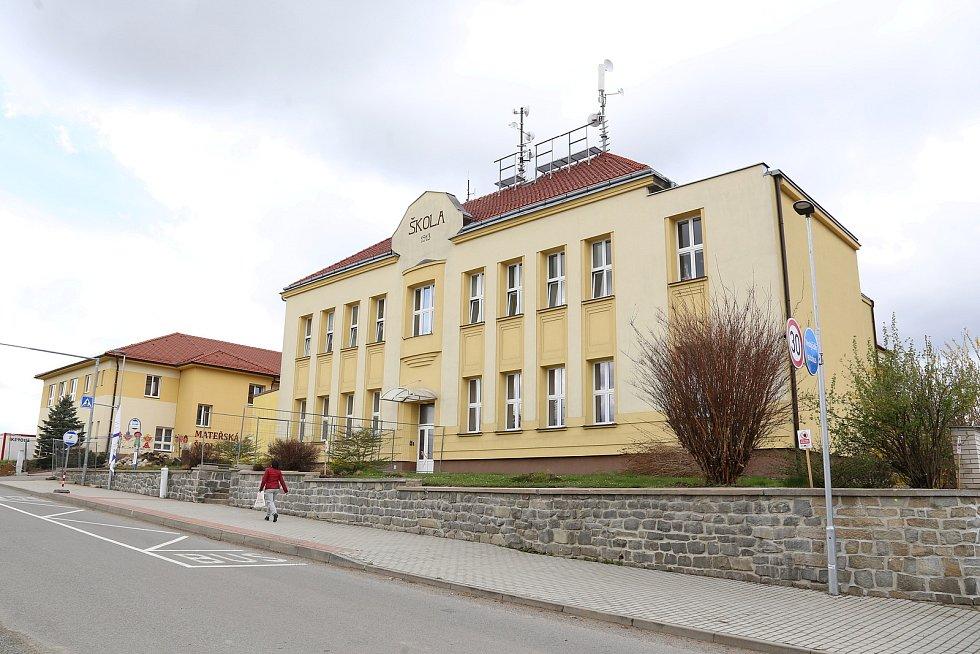 Vedení Základní školy a Mateřské školy Košetice společně se zástupci obce plánují postavit školní dílny. Děti se tak naučí nespočet činností.