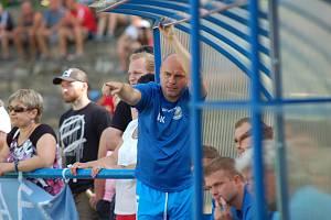 Václav Koloušek je i v pětačtyřiceti stále aktivním fotbalistou. Pokud zrovna není na hřišti, radí svým mnohdy o generaci mladším spoluhráčům.