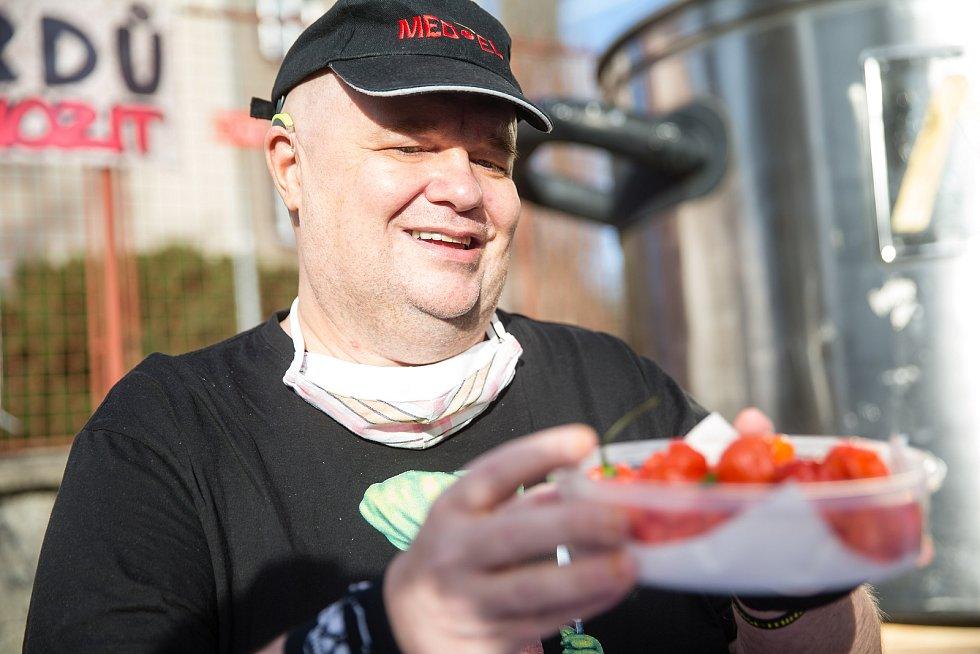 Do České knihy rekordů byl 19. listopadu 2020 zapsán Radim Řehůřek s rekordem, ve kterém za deset minut snědl 13 papriček Trinidad Moruga Scorpion Red, které se řadí k nejpálivějším na světě.