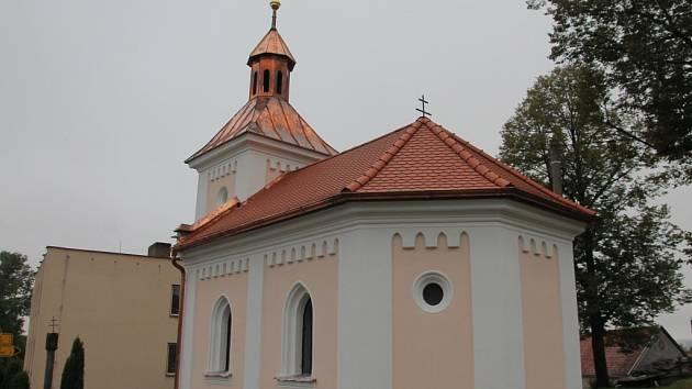 Do opravy dominanty obce za 240 tisíc korun se letos pustili v Kojčicích.