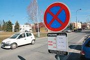 Na úklid v Pelhřimově upozorňují značky.