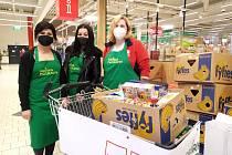 Sbírka potravin v Pelhřimově opět zásobila Charitní záchrannou síť