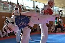 Změny v pravidlech vstřebával na tatami také Ondřej Janík (vpravo). V tomto tréninkovém souboji měřil síly se soupeřem z Austrálie.