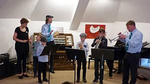 Základní umělecká škola Pelhřimov uspořádala premiérový dobročinný Koncert rodin i s jarmarkem.