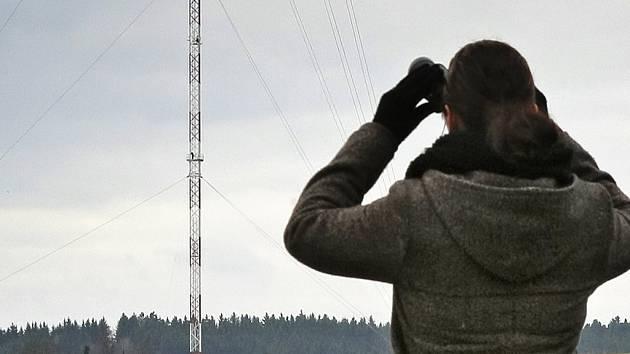 Nepřehlédnutelnou dominantou poblíž silnice z Pelhřimova na Vlašim u Křešína se nově stal stožár