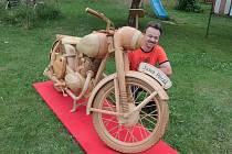 Unikátní dřevěný motocykl Pavla Svobody.