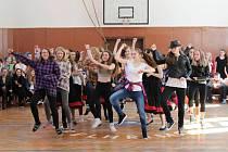Pelhřimovské gymnazistky se zúčastnily soutěže Perníkový střevíc.
