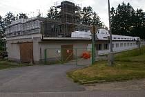 V Novém Rychnově opravují sportovní halu.