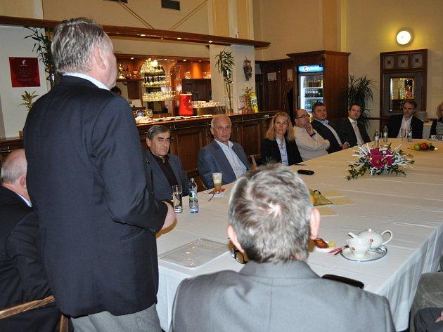 Vedení pelhřimovské radnice hovořilo v úterý s tamními podnikateli.