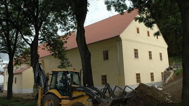 Zámecký pivovar v Žirovnici je téměř zrekonstruován. Zbývá upravit terén, vymalovat a několik dalších prací