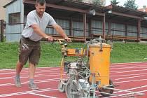 Atletická dráha stadionu U svaté Anny v Pacově prošla nutnou rekonstrukcí.