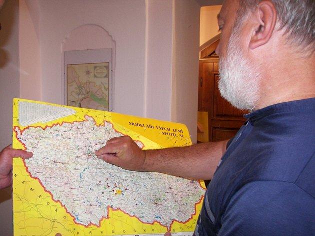 Odkud jste? Na to se celé léto ptá svých návštěvníků Městské muzeum v Horní Cerekvi, které nyní hostí modelářskou výstavu.