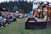 Začátek září mají ve svém kalendáři vyznačený vyznavači trampské, folkové  a country muziky nejen z Vysočiny. Ani letos sice chladné počasí poslechu hudby pod širým nebem příliš nepřálo, ale areál u Hanesova mlýna byl přesto plný