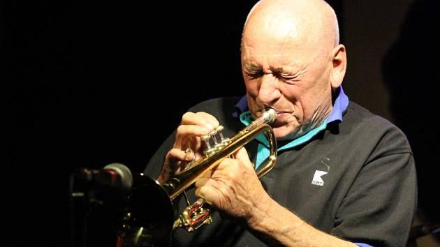 Naposledy hrál Laco Déczi na Vysočině loni v listopadu v Jihlavě.