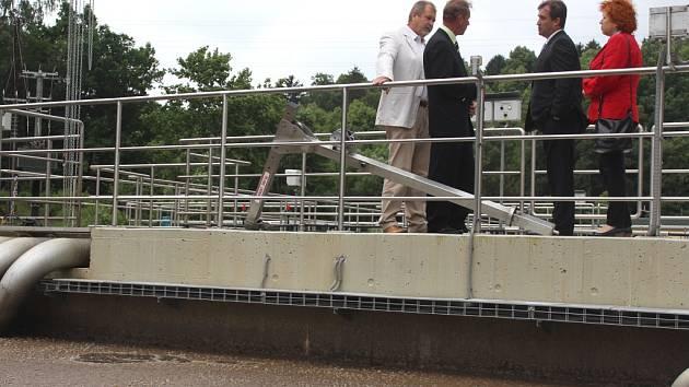 Pelhřimovskou čističku odpadních vod v pondělí okukovala spousta návštěvníků. Uskutečnilo se tam totiž slavnostní ukončení její rekonstrukce.