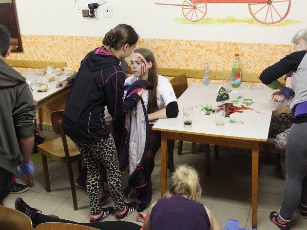 Své zkušenosti a dovednosti otestovali mladí zdravotníci nejen z České republiky v Mladém Bříšti i minulý rok.