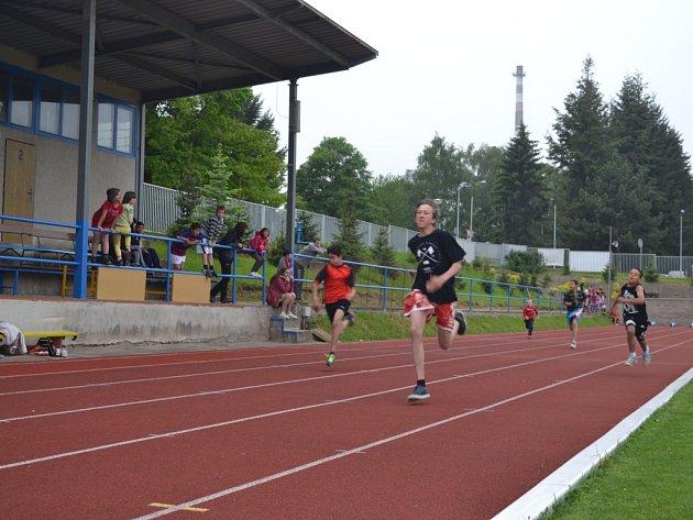 Opět po roce se v úterý na humpoleckém atletickém stadionu sešly děti z dětských domovů, aby porovnaly svou kondici a poměřily své výkony během tradičních sportovních her.