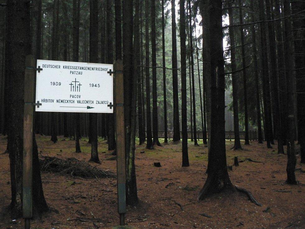 Na upraveném vojenském hřbitově, který se nachází při výjezdu z Pacova směrem na Eš, odpočívá 284 německých vojáků z druhé světové války.