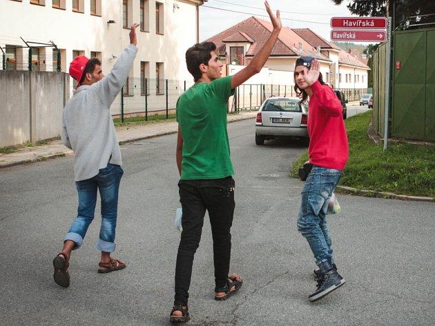 Chlapci z Afghánistánu a Sýrie ve věku kolem patnácti let chtějí do Německa.