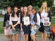 Šest děvčat ze 7.A a 9.C humpolecké základní školy se zapojilo do soutěže Srdce s láskou darované.