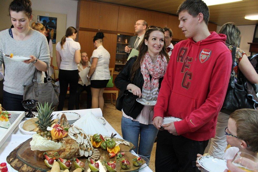Vyvrcholením čtyřdenního kurzu studené kuchyně na pelhřimovské Vyšší odborné škole a střední škole hotelové byl čtvrteční raut.