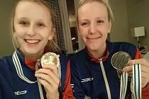 Taekwondistka Iveta Jiránková (vpravo) s oddílovou a reprezentační kolegyní Dominikou Hronovou už zase trénují.