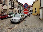 V pelhřimovské Tylově ulici je na přechodnou dobu zavedený jednosměrný provoz.