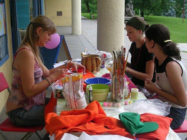 Každý kdo přišel na akci Evropský týden pro mládež v Pelhřimově, mohl manuálně tvořit.