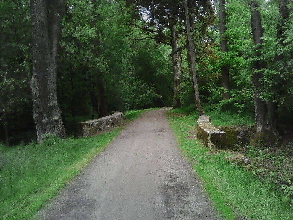 29. Mostek s kamenným zábradlím před Kamenicí