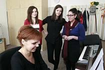 Mladé zpěvačky Alžběta Hörnerová, Lucie Martínková a Andrea Bílá (zleva), které studují zpěv u Dany Bezstarostové na pelhřimovské základní umělecké škole, patří v komorním zpěvu mezi nejlepší v republice.