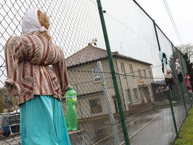 Návštěvníky Ondřejova vítají čarodějnice.