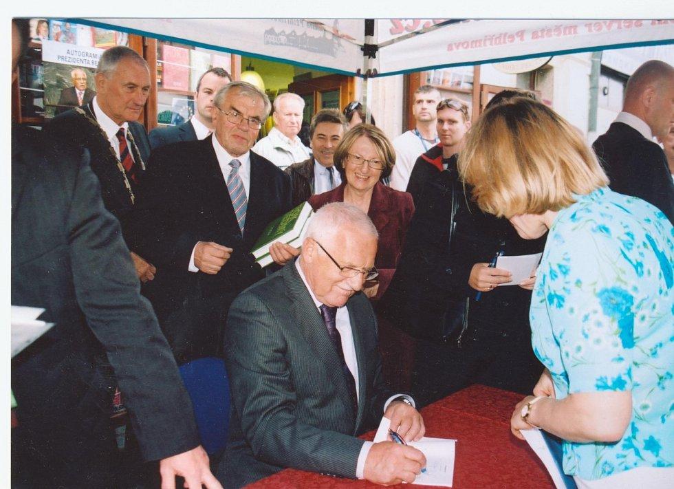 Roku 2010 se v knihkupectví konala autogramiáda prezidenta Klause